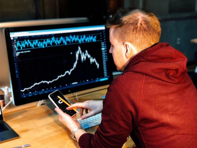 海外駐在時、日本の株式・投信取引はできるのか?
