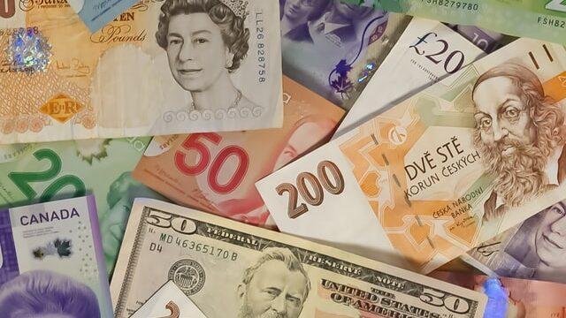 銀行を経由した国際送金の仕組みと高い手数料